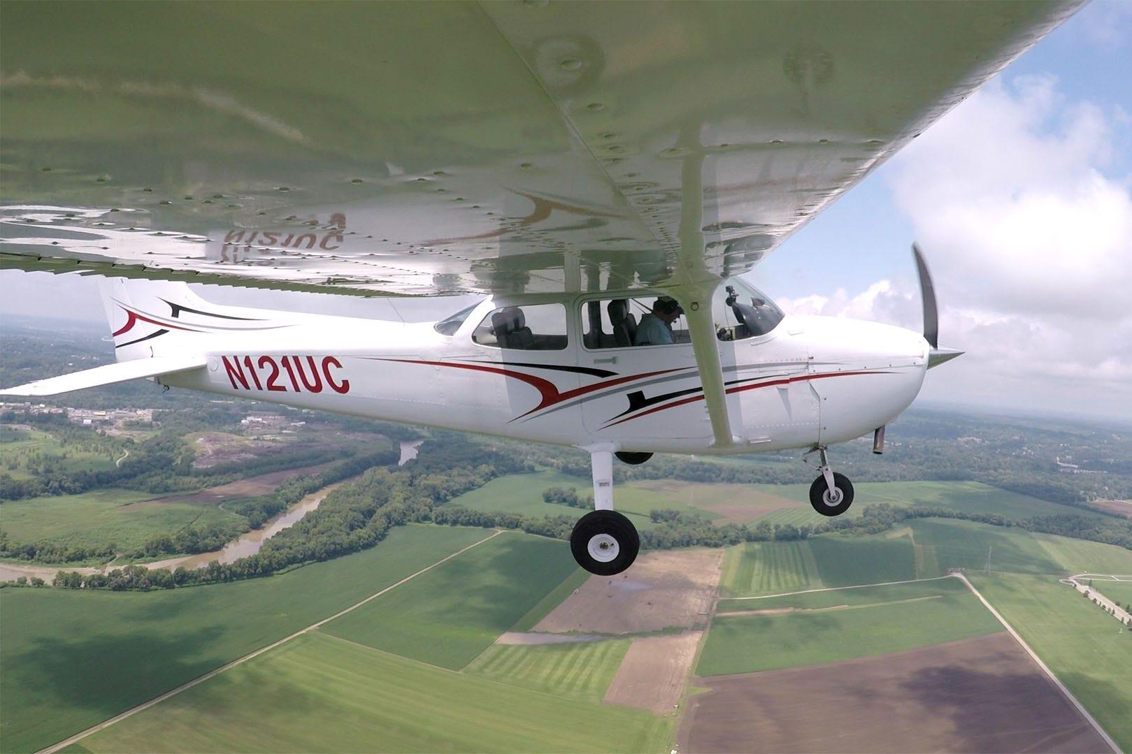 Cessna 172 wingtip