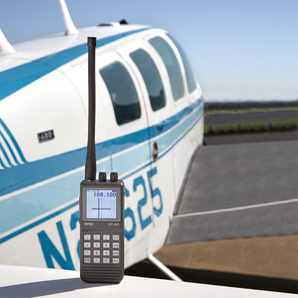 Sportys sp 400 handheld navcom aviation radio from sportys more photos fandeluxe Image collections